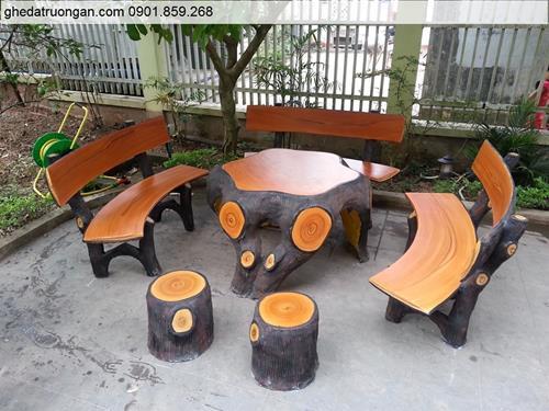 Bàn ghế đá giả gỗ ngoài trời đẹp