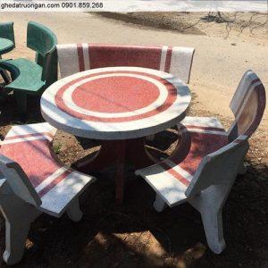 Bộ bàn ghế đá sân vườn tròn trắng đỏ