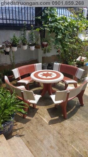 Bộ bàn ghế đá ngoài trời tròn trắng đỏ