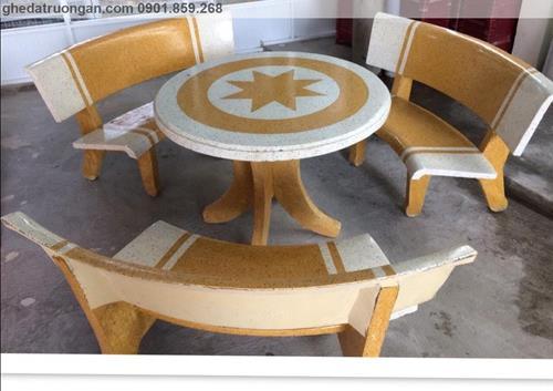 Bộ bàn ghế đá mài tròn trắng vàng