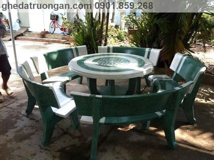 Bàn ghế đá phòng khách tròn trắng xanh lá