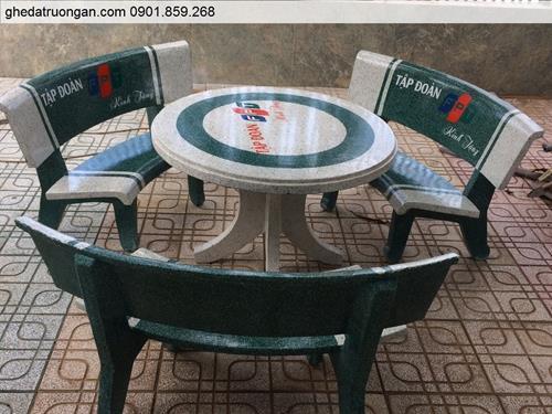bộ bàn ghế đá in chữ logo công ty