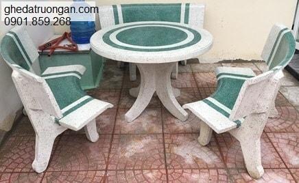 Bộ bàn ghế đá ngoài trời trắng xanh lá