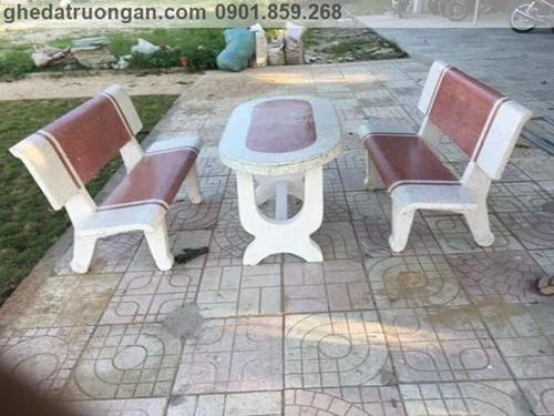 bộ bàn ghế đá xi măng ngoài trời trắng đỏ