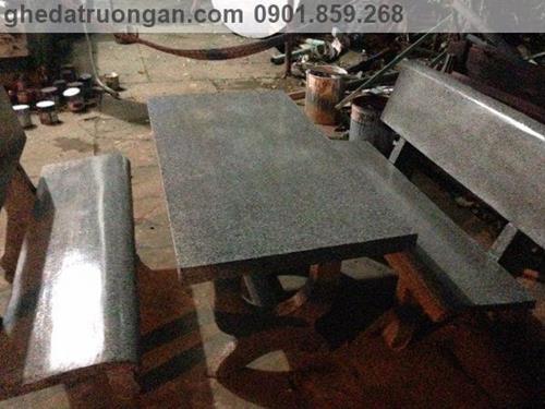 bàn ghế đá sân vườn màu ghi