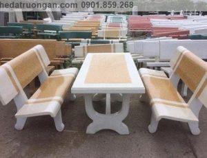 bàn ghế đá sân vườn trắng vàng