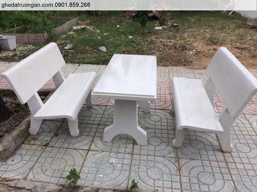 Bộ bàn ghế đá ngoài trời màu trắng