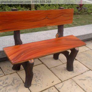 ghế đá giả gỗ sân vườn