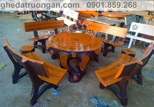 bàn ghế bê tông giả gỗ sân vườn bóng đẹp