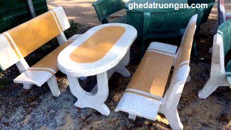bàn ghế đá bo góc trắng vàng