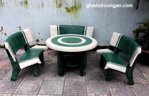 bàn ghế đá granito tròn hai màu trang trí