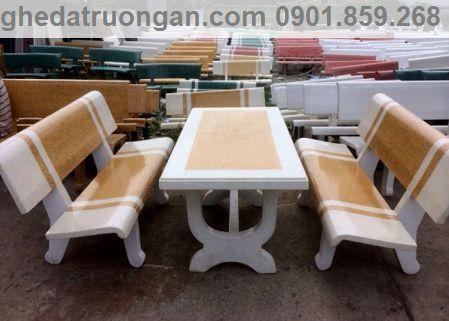 bàn ghế đá màu trắng vàng