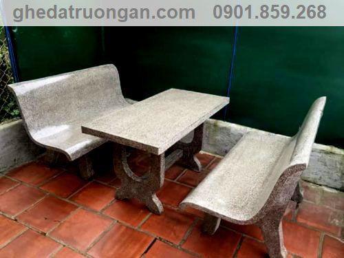 bàn ghế đá lưng liền tựa xám