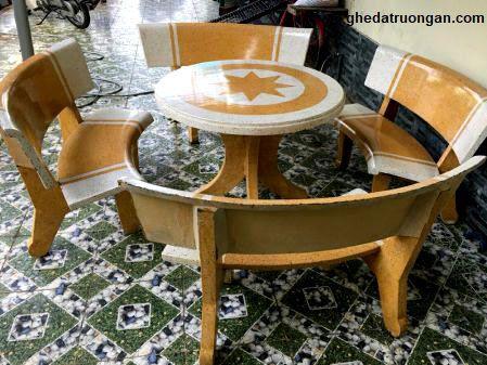 bàn ghế đá tròn ngôi sao trắng vàng