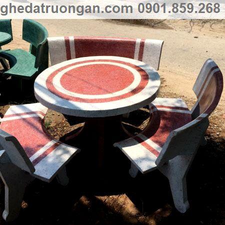 Bàn ghế đá tròn hai màu trắng đỏ