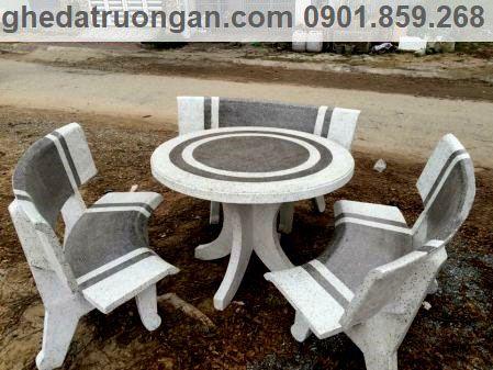 Bàn ghế đá tròn trắng xám