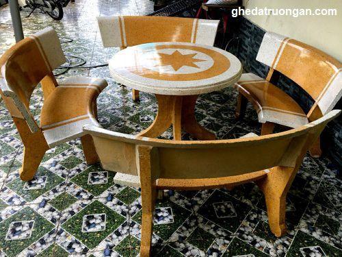 bộ ghế đá bàn tròn ngôi sao trắng vàng 4 ghế