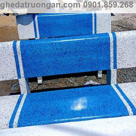 ghế đá trắng xanh dương